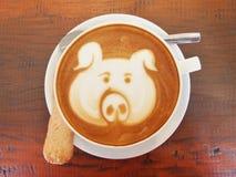 Arte del caffè del Latte sullo scrittorio di legno Fotografie Stock