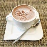 Arte del capuchino en una taza de café Fotografía de archivo