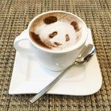 Arte del capuchino en una taza de café Foto de archivo libre de regalías
