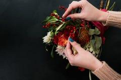 Arte del ikebana del ramo del otoño del centro de flores Imagen de archivo