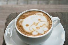 Arte del Latte del caffè come orso sveglio per il biglietto di S. Valentino Immagine Stock Libera da Diritti