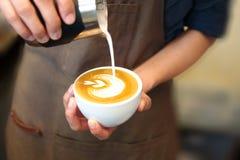 Arte del Latte - forma del cuore Fotografia Stock