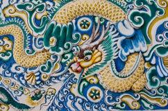 Arte del modanatura del drago sulla parete Fotografia Stock