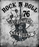 Arte del vector de la camiseta del diseño gráfico de la guitarra del cartel del rock-and-roll Fotos de archivo