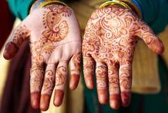 Arte della mano del tatuaggio del hennè in India Immagini Stock Libere da Diritti