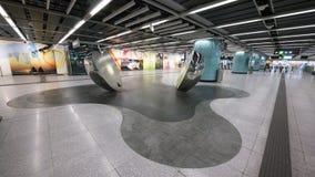 Arte della mela di MTR Kennedy Town - l'estensione della linea dell'isola al distretto occidentale, Hong Kong Immagine Stock