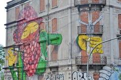 Arte della via dall'OS Gemeos a Lisbona Fotografie Stock