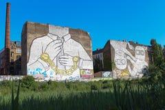 Arte della via su costruzione a Berlino, kreuzberg immagini stock libere da diritti
