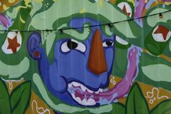 Arte della via su una parete a città portuale di Rotterdam immagini stock