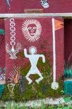 Arte dipinta sulla parete di un tempio di Warli dentro il ` s SGNP di Mumbai immagine stock