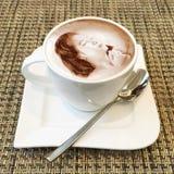 Arte do cappuccino em um copo de café Imagem de Stock Royalty Free