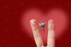 Arte do dedo de um par feliz O homem está dando o ramalhete Imagem conservada em estoque Fotografia de Stock Royalty Free