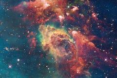 Arte do espaço As nebulosa, as galáxias e brilhante protagonizam na composição bonita ilustração do vetor