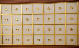 Arte do otomano com testes padrões geométricos na madeira Imagem de Stock