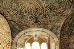 Arte do teto no palácio de Golestan, Tehran, Irã Imagens de Stock Royalty Free