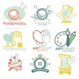 Arte ed insieme fatto a mano del piano dei modelli di logo del mestiere illustrazione di stock