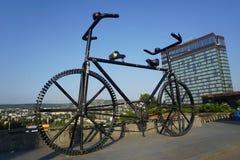 Arte enorme da cidade da bicicleta de Tbilisi fotos de stock royalty free