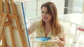 Arte, faculdade criadora, passatempo, trabalho e conceito criativo da ocupa??o A menina bonito nova tira na oficina da arte filme