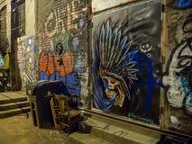Arte forte das luzes e dos grafittis de rua, Knoxville, Tennessee, Estados Unidos da América: [Vida noturna no centro de K fotografia de stock