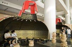 Arte internazionale di Hong Kong giusta: Grande indicatore luminoso del pendente Fotografia Stock
