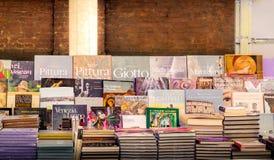 A arte italiana registra em um suporte de livro em Roma Fotos de Stock Royalty Free