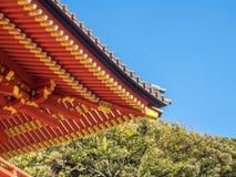 Arte japonés del top del tejado en templo Fotos de archivo