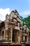 Arte khmer del castello della pietra del thom del kok di Sadok, Tailandia Fotografie Stock Libere da Diritti