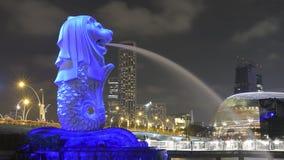 Arte leggera della proiezione sulla statua di Singapore Merlion Immagine Stock Libera da Diritti