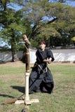 Arte marcial japonés con la espada del katana Imagen de archivo