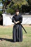 Arte marcial japonés con la espada del katana Imagen de archivo libre de regalías