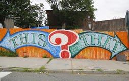 Arte murala nella sezione di Astoria in Queens Immagini Stock