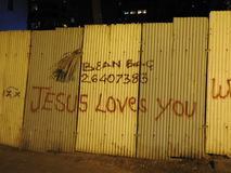 Arte nei piccoli vicoli di Mumbai, Bandra di Graffit Fotografia Stock