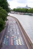 Arte parisiense de la calle Foto de archivo libre de regalías