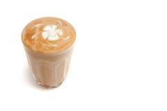 Arte piccola del Latte in piccolo vetro su fondo bianco isolato Fotografia Stock Libera da Diritti