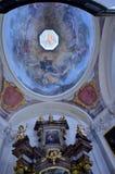 Arte sacra dentro una chiesa a Praga Fotografie Stock