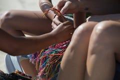 Arte su un Spiaggia-ricamo caraibico Immagine Stock