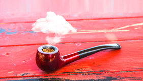 Arte surrealista del tubo del concepto rojo de la nube que fuma Foto de archivo libre de regalías