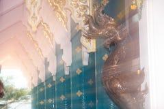 Arte tailandés adornado en la iglesia tailandesa en Wat Pa Phu Kon, Tailandia Fotos de archivo