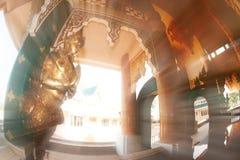 Arte tailandés adornado en la iglesia tailandesa en Wat Pa Phu Kon, Tailandia Fotos de archivo libres de regalías