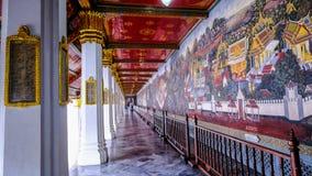 Arte tailandés de la pintura del estilo viejo y x28; 1931& x29; de la historia de Ramayana en la pared del templo de Wat Phra Kae Foto de archivo