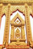 Arte tailandés del estilo en el templo de la ventana Fotos de archivo