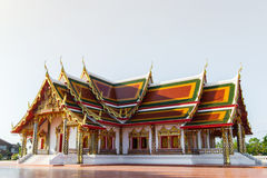 Arte tailandés del templo adornado en iglesia budista Fotos de archivo
