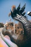 Arte tailandés del vintage en escalera a la pagoda de oro en Wat Pa Phu Kon Fotografía de archivo libre de regalías
