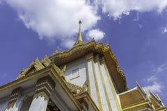 Arte tailandés en el tejado del templo fotos de archivo libres de regalías