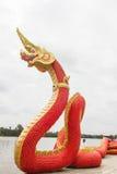 Arte tailandés, estatua de Naka en el templo, Tailandia Fotos de archivo