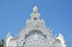 Arte tailandés tradicional del estilo del estuco en el tejado del pilar, NaN Fotografía de archivo