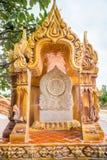 Arte tailandés tradicional del símbolo de mármol de la iglesia en templo Imágenes de archivo libres de regalías