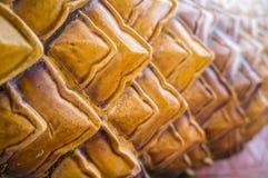 Arte tailandés tradicional esmaltado de la teja de la iglesia en templo Fotografía de archivo libre de regalías
