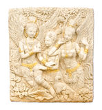 Arte tailandesa da estátua do anjo no templo tailandês isolado no branco fotografia de stock