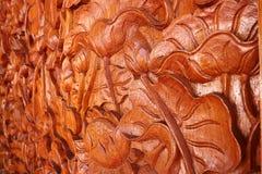Arte tailandesa de madeira cinzelada fotografia de stock royalty free